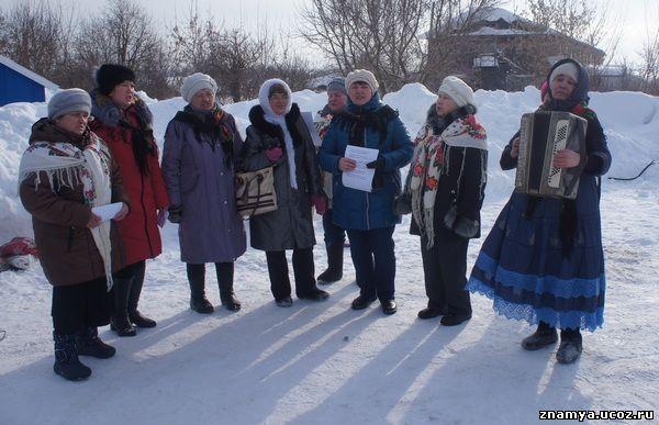 Коллектив клуба «Хозяюшка» песни пели и хоровод водили.